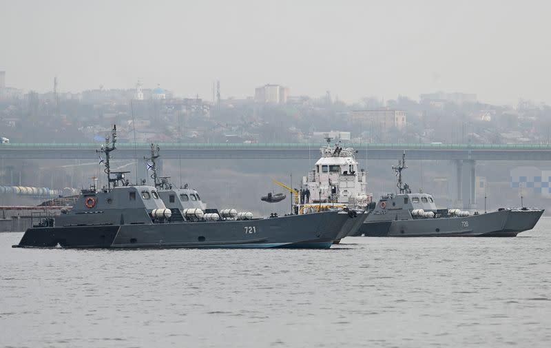 Russia beefs up warship presence in Black Sea as Ukraine tensions simmer – Yahoo News