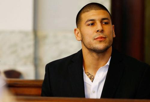 La casa di Hernandez a North Attleborough, Massachusetts, infatti, fu perquisita dalla polizia il 18 giugno 2013, per più di due ore, nell'ambito di un'indagine per omicidio di un collega, Odin Lloyd.