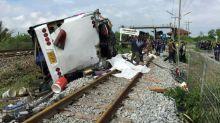Mindestens 18 Tote bei Busunglück in Thailand