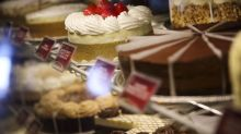 Cheesecake Factory Slides Most in 19 Years, Hit by Labor Costs
