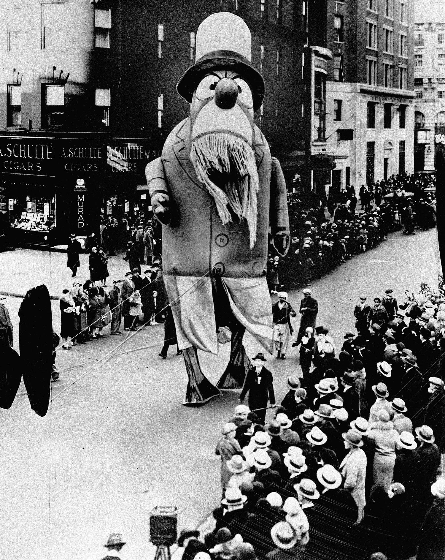 <p>A large outdoor float of Captain Nemo makes its way down the street during the Macy's Thanksgiving Day Parade in New York City, on Nov. 28, 1929. (Photo: AP) </p>