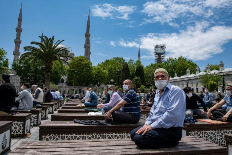 Turkish mosques reopen for mass prayers