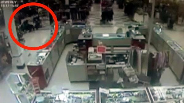 On video: Military serviceman tackles jewelry thief in Evesham, NJ