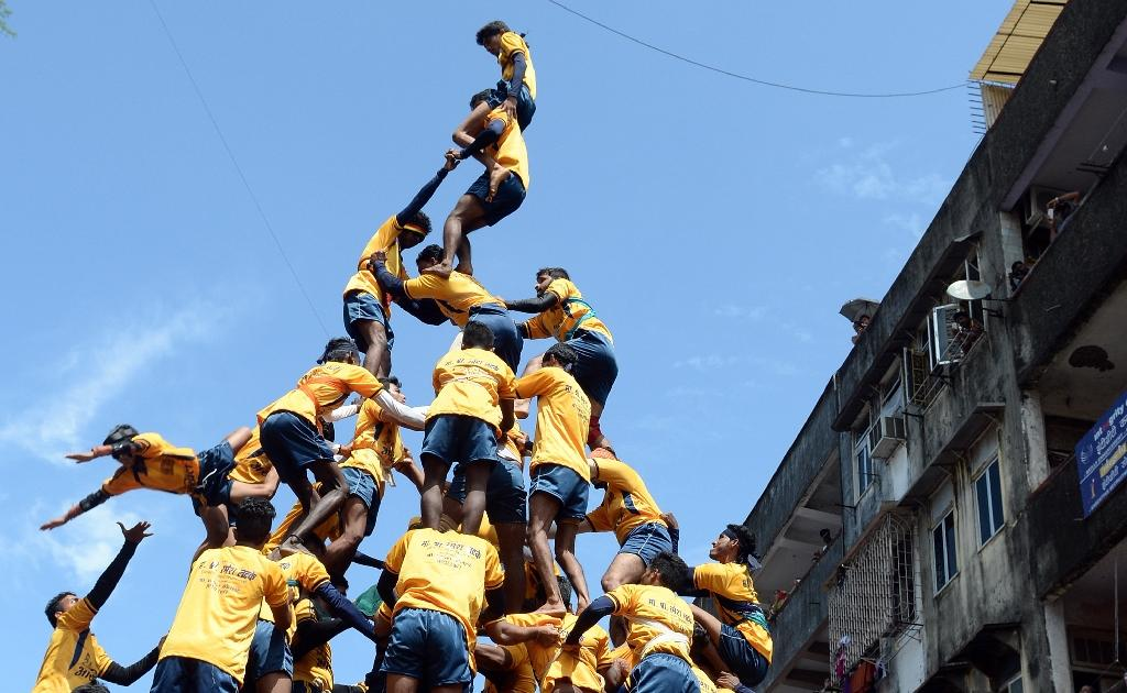 India court bans children from human pyramid festival