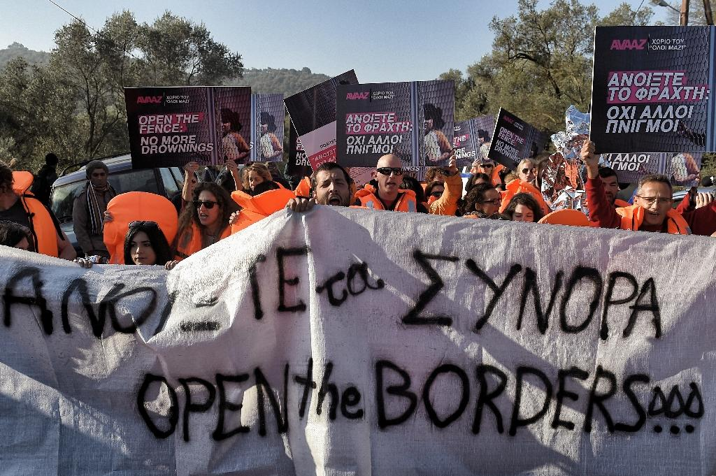 Activists at Mytilene in Greece on November 5, 2015, call for open borders (AFP Photo/Aris Messinis)