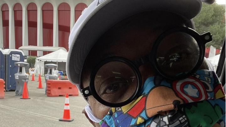 Samuel L. Jackson shows off  'Avengers' mask in new selfie