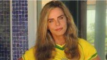 Com 65 anos, Bruna Lombardi arranca suspiros ao posar de minissaia