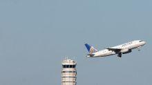United Airlines profit falls, sees margin decline this quarter
