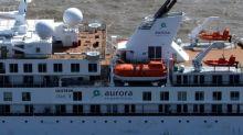 Evacúan a matrimonio australiano grave por covid-19 de crucero anclado en Uruguay