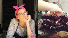 """Emocionada com relato de fã, Paola Carosella divulga receita de um """"bolo perfeito"""""""