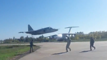This low pass by a Ukrainian fighter pilot is absolutely insane to watch