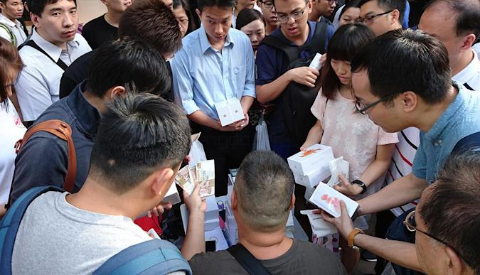 Hong Kong's iPhone grey market cashes in on the 6s