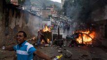 Ola de protestas nocturnas en los barrios populares de Caracas