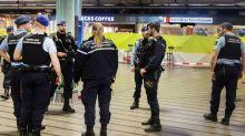 Polícia holandesa dispara contra homem armado com faca no aeroporto de Amsterdã
