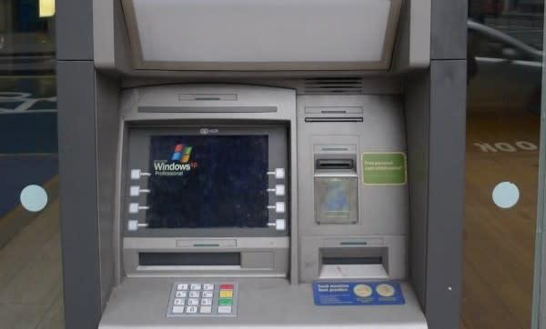 Los bancos pagarán a Microsoft para seguir usando Windows XP en sus cajeros