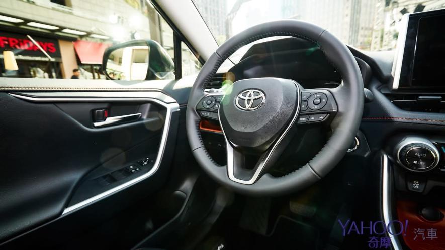 休旅王者霸氣回歸!第5代Toyota Rav4汽油/油電正式登台92.5萬起! - 8