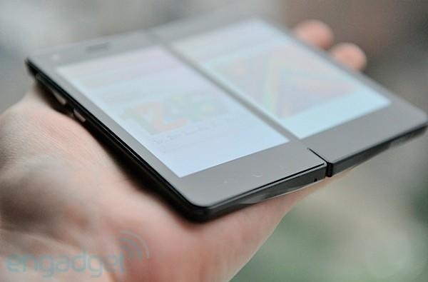 Prototype dual-screened 2-in-1 Android smartpad from Imerj preview