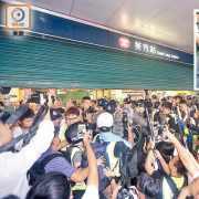 港鐵封3站 市民出行難 示威者難散