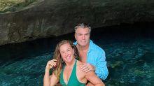 """Claudia Raia posta foto de marido musculoso e ri: """"Não estou dando conta"""""""