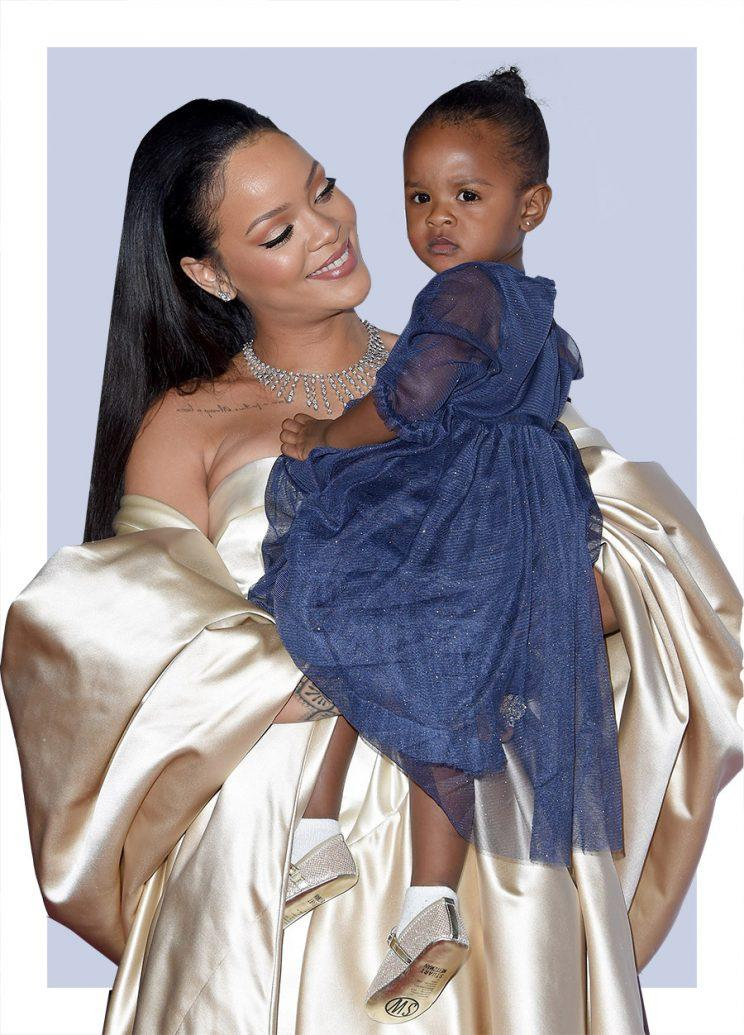 Rihanna And Her Niece Share A Bathtub Kiss And It S