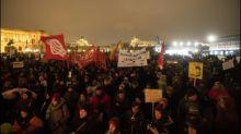 Demonstration ein Jahr nach Bildung von rechtsgerichteter Regierung in Wien