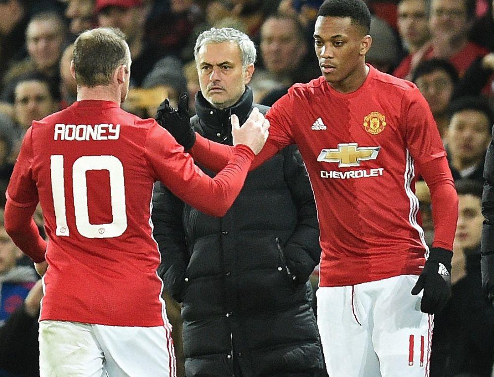 Man Utd-Chelsea: pour Schneiderlin, Mourinho est trop sévère avec Martial