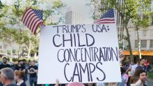 """Il Papa attacca Trump: """"Immorale separare i bimbi dalle famiglie"""""""
