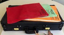 Briefcase cake for Ardern's 40th birthday