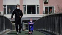 China relata 259 mortes por coronavírus; aumentam restrições para viagens