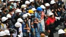 Rival rallies in Thailand as court U-turns on media shutdown