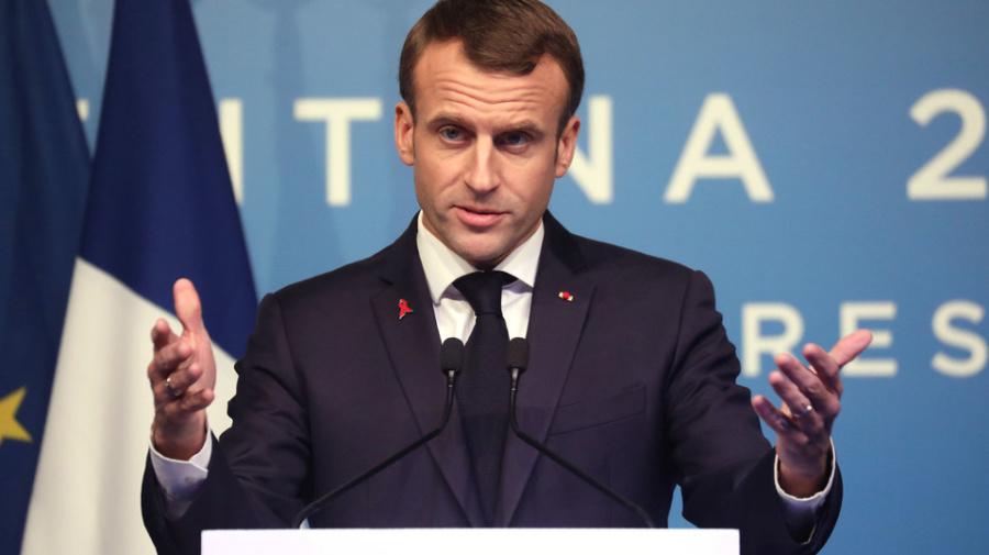 """Gilet gialli, Macron: """"Rivendicazioni legittime, ma la violenza è inammissibile"""""""