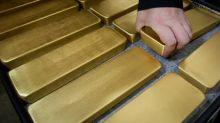 Oro cierra semana en baja por primera vez en más de un mes por alza dólar, acciones