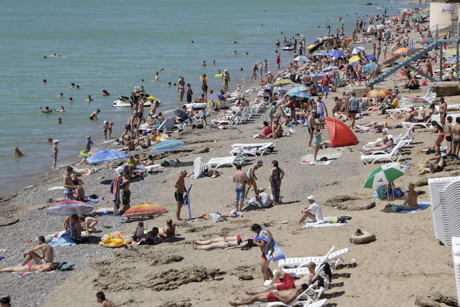 File picture shows rourists enjoying the sun by the seaside on a beach some 40km from the Crimean capital Simferopol, on June 29, 2014 (AFP Photo/Max Vetrov)