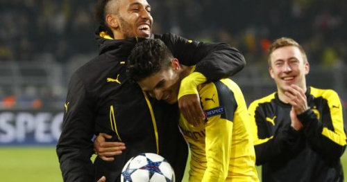 Foot - WTF - Marc Bartra a offert son maillot à la supportrice du Borussia Dortmund