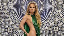 Jennifer López deja a todos boquiabiertos con este vestido atrevido