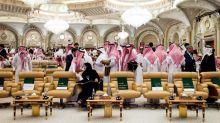 """La """"Davos del desierto"""" se cae de la mano de la desilusión con el príncipe"""
