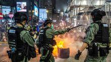Graves disturbios en Hong Kong por el debate de una ley que prohíbe criticar el himno