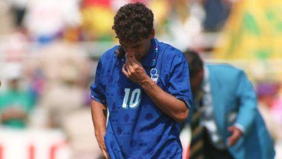 Baggio: 'Triste il calcio senza tifosi, non lo guardo e vivo meglio. Non mi perdono il rigore sbagliato in finale'