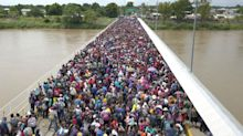 Una lucha por entrar a México: la caravana migratoria, en fotos