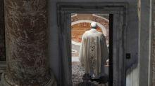 """Vaticano, mons. Girotti: """"Scossi da licenziamento Becciu ma Papa ha visione totale delle cose"""""""