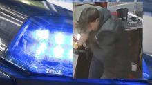 Fotofahndung: Bei Späti-Überfall demaskiert: Polizei sucht diesen Mann