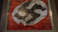 Donna tenta rimuovere bandiera nazi, uomo le spara