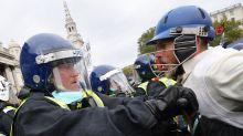 In piazza contro lockdown, scontri con polizia a Londra: 16 arresti
