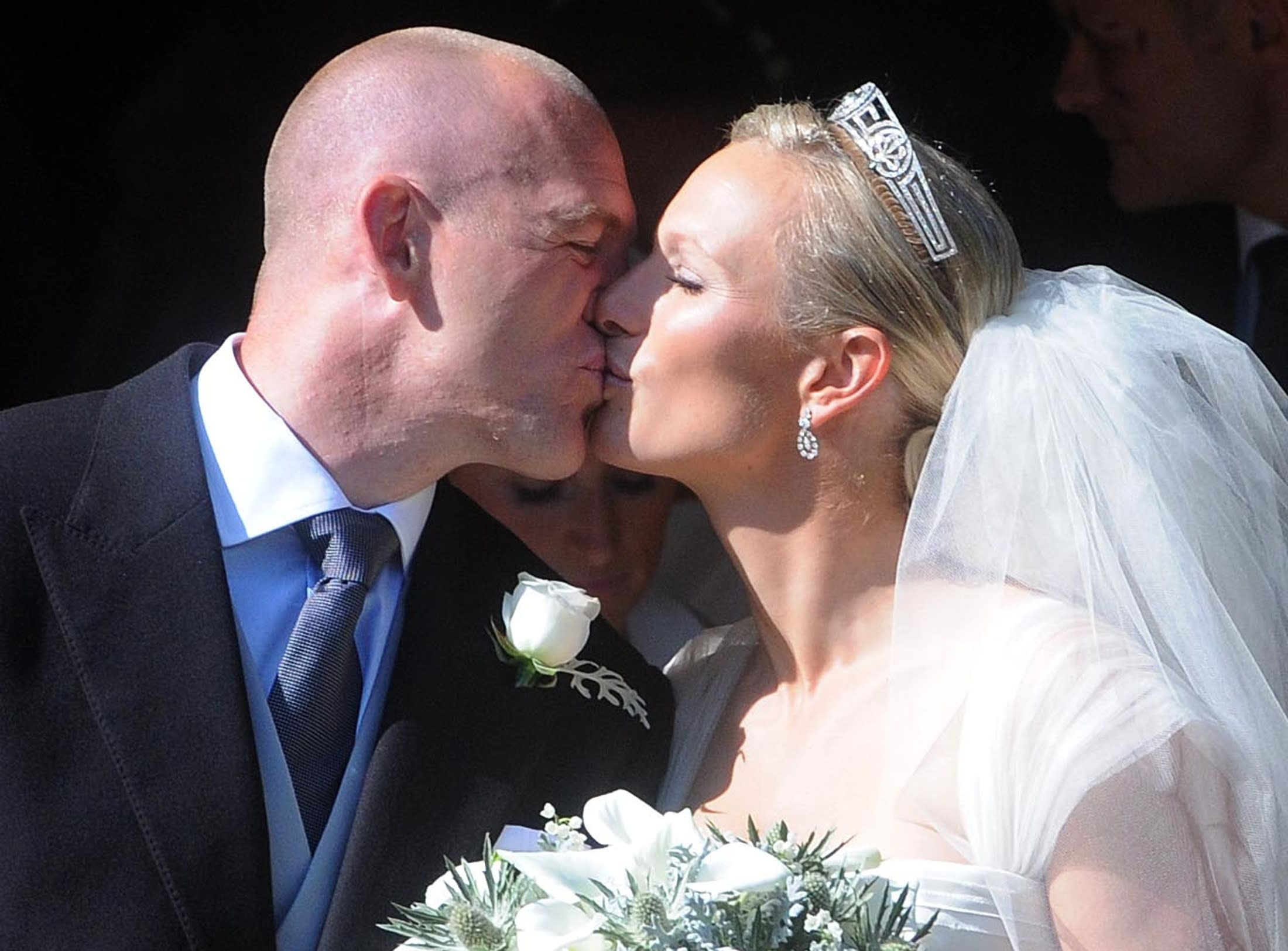 Britain's Zara Philips, the eldest granddaughter of Queen Elizabeth, kisses her husband rugby captain Mike Tindall, after their marriage at Canongate Kirk in Edinburgh, Scotland July 30, 2011.   REUTERS/David McNie/Pool          (BRITAIN - Tags: ENTERTAINMENT SOCIETY ROYALS SPORT IMAGES OF THE DAY)