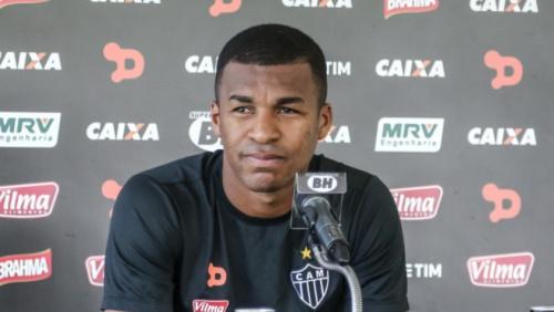 Lesionado, Erazo está fora dos planos de Roger Machado