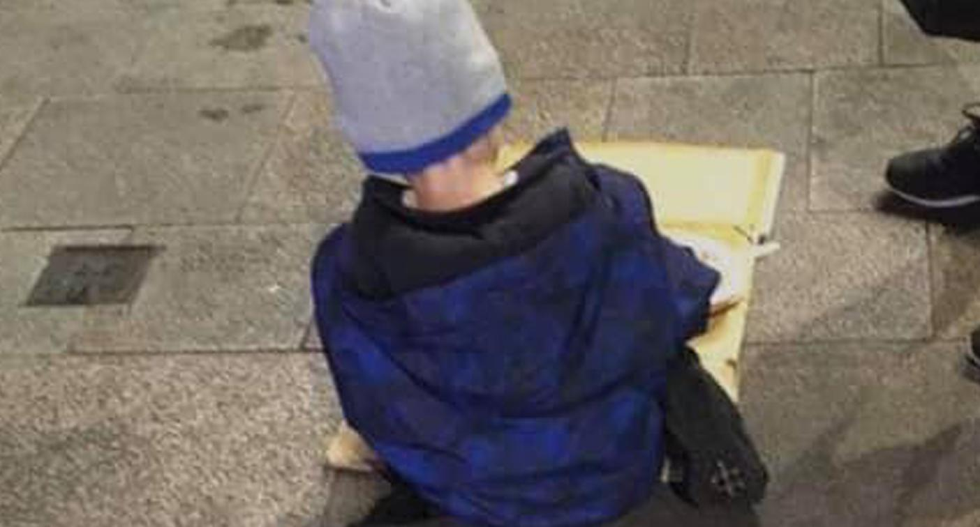 Devastating story behind photo of boy eating pasta off cardboard box