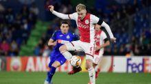 Holandês Van de Beek assina por cinco anos com o Manchester United