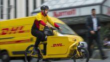 DHL-Bote stellt kleinen Jungen zu