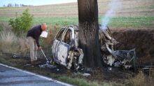 Polizei und Feuerwehr: Blaulicht-Blog: Fahrer rast gegen Baum und verbrennt im Pkw