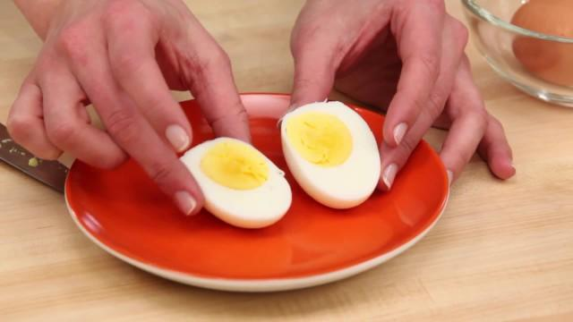 Epicurious Essentials: Cooking How-Tos - How to Soft-Boil and Hard-Boil Eggs